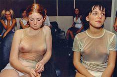 Юлия Волкова засветила грудь на концерте фото #2
