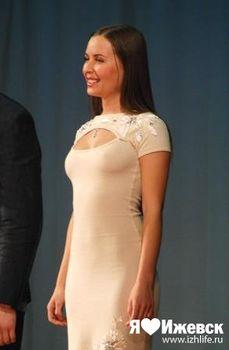 Торчащие соски Юлии Михалковой на выступлении в Ижевске фото #2