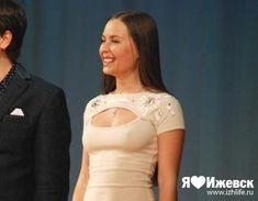 Торчащие соски Юлии Михалковой на выступлении в Ижевске фото #3
