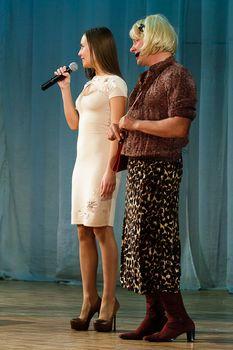 Торчащие соски Юлии Михалковой на выступлении в Ижевске фото #5