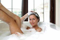 Юлия Михалкова в ванне с пеной фото #2