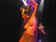 Юлия Такшина топлесс танцует стриптиз фото #1