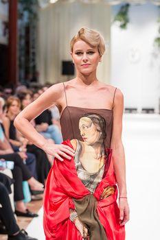 Торчащие соски Екатерины Кузнецовой сквозь наряд на показе Valentin Yudashkin фото #1