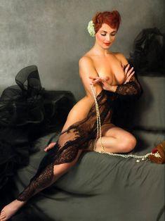 Голая грудь Анны Снаткиной в журнале «Караван историй» фото #2