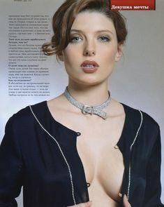 Эмилия Спивак оголила грудь для «ПИНГВИН» фото #2
