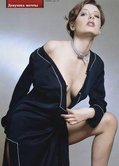 Эмилия Спивак оголила грудь для «ПИНГВИН» фото #3