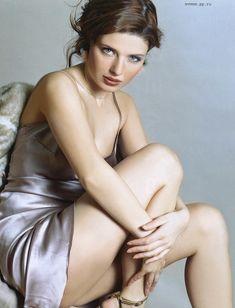 Эмилия Спивак оголила грудь для «ПИНГВИН» фото #6