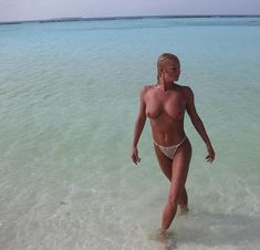 Анастасия Волочкова показала голую грудь на Мальдивских островах фото #13