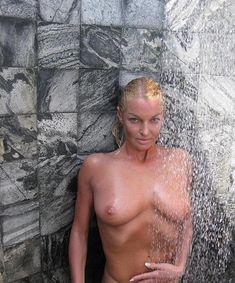 Анастасия Волочкова показала голую грудь на Мальдивских островах фото #14