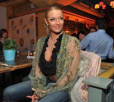 Анастасия Волочкова засветила голую грудь на вечеринке журнала «Телепрограмма» фото #6
