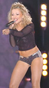 Анжелика Варум в эротическом костюме на сцене фото #2