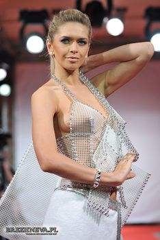 Вера Брежнева без лифчика в прозрачном платье фото #2