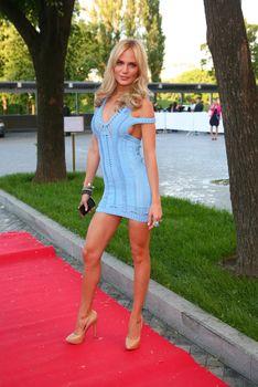 Глюкоза  в просвечивающем платье на May Fashion and Beauty Ball фото #1