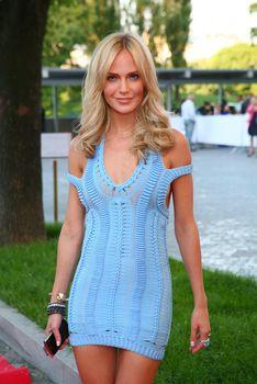 Глюкоза  в просвечивающем платье на May Fashion and Beauty Ball фото #2
