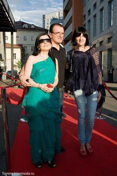 Диана Гурцкая засветила сосок сквозь красивое платье фото #3