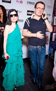 Диана Гурцкая засветила сосок сквозь красивое платье фото #5