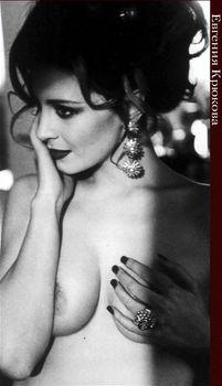 Евгения Крюкова оголила грудь в Playboy фото #3