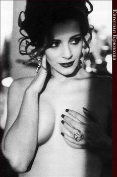 Евгения Крюкова оголила грудь в Playboy фото #4
