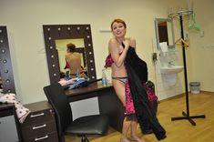 Раздетая Жанна Эппле в гримёрке фото #2