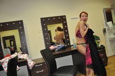 Раздетая Жанна Эппле в гримёрке фото #3