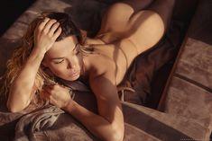 Карина Зверева разделась для MAXIM фото #4