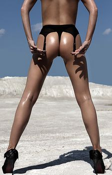 Карина Саркисова обнажилась для Wiener фото #6