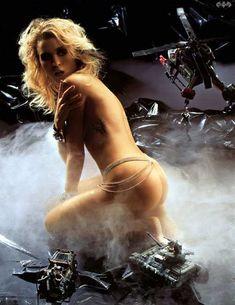 Голая грудь Лики Стар в журнале Playboy фото #2