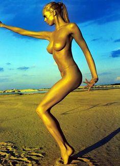 Обнаженная Мария Столбова в журнале «Mens Fitness magazine» фото #1