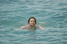 Наташа Королева в бикини на пляже фото #5
