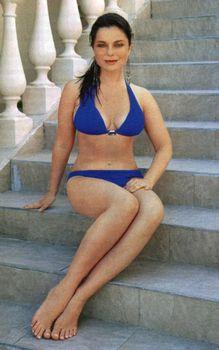 Наташа Королева позирует в купальнике для журнала «7 Дней» фото #7