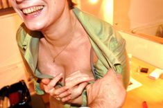 Ольга Тумайкина раздевается в гримерке фото #2
