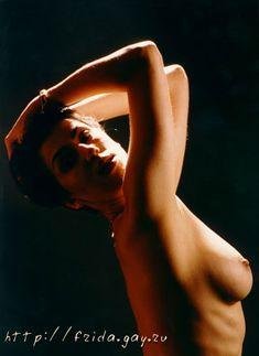 Фрида оголила грудь для журнала «Дайк» фото #1