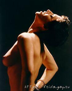 Фрида оголила грудь для журнала «Дайк» фото #2
