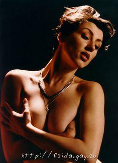 Фрида оголила грудь для журнала «Дайк» фото #3