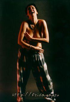 Фрида оголила грудь для журнала «Дайк» фото #5
