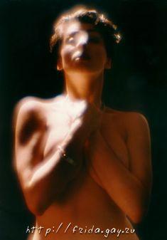 Фрида оголила грудь для журнала «Дайк» фото #6