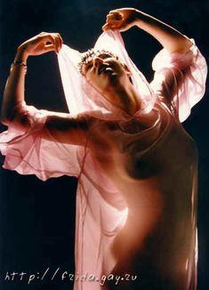 Фрида оголила грудь для журнала «Дайк» фото #7