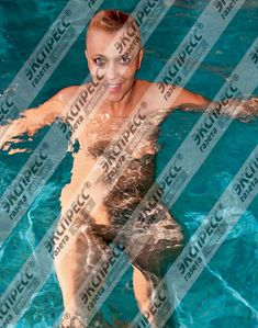 Юлия Шилова купается голой в бассейне фото #2