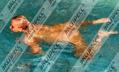 Юлия Шилова купается голой в бассейне фото #4