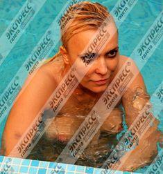 Юлия Шилова купается голой в бассейне фото #9