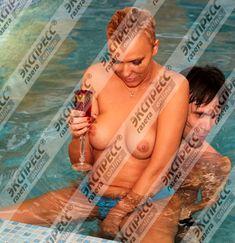 Юлия Шилова купается голой в бассейне фото #16