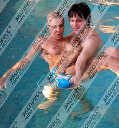 Юлия Шилова купается голой в бассейне фото #20