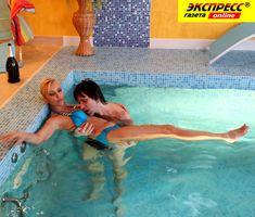 Юлия Шилова купается голой в бассейне фото #22