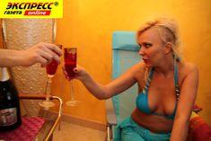 Юлия Шилова купается голой в бассейне фото #29