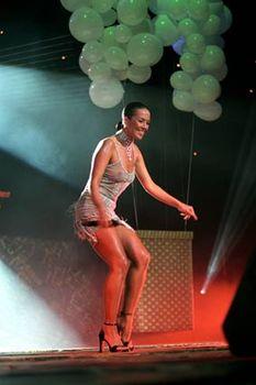 Жанна Фриске без лифчика в прозрачном платье на концерте фото #2