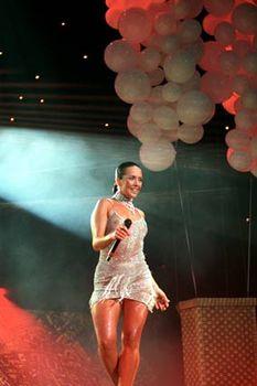 Жанна Фриске без лифчика в прозрачном платье на концерте фото #3