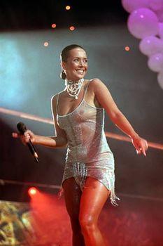 Жанна Фриске без лифчика в прозрачном платье на концерте фото #4
