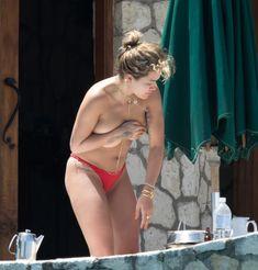 Рита Ора без купальника на Ямайке фото #3