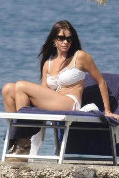 София Вергара отдыхает в сексуальном купальнике в Италии фото #4