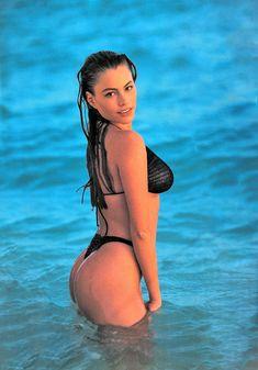 Пышная попка София Вергары в календаре Swimsuit фото #1